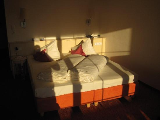 Ferienhotel Fernblick: Bett im Doppelzimmer