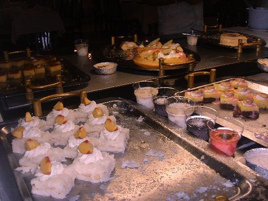 Utopia World Hotel: buffet