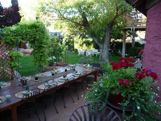 Cali Cochitta Bed & Breakfast: Garden Breakfast