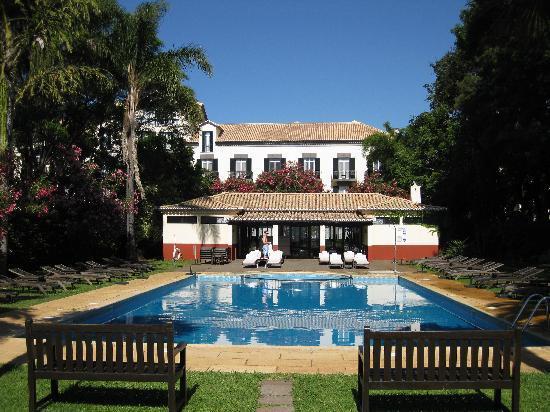 Quinta da Bela Vista : Hotel pool with hotel in backdrop