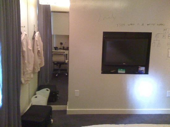 Hotel Keen: Mirror, TV, Whiteboard from bed
