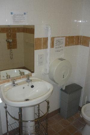 Lisnaskea, UK: bathroom