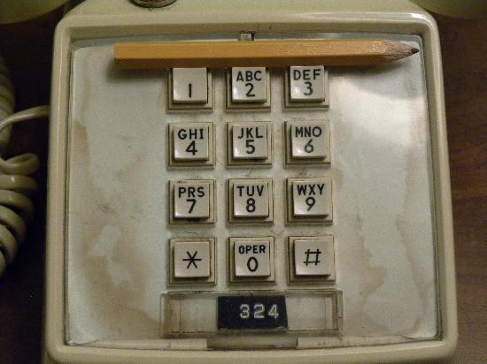 Seattle Pacific Hotel: Fleckiges Telefon