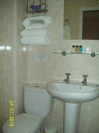Cathedral View: spotless ensuite