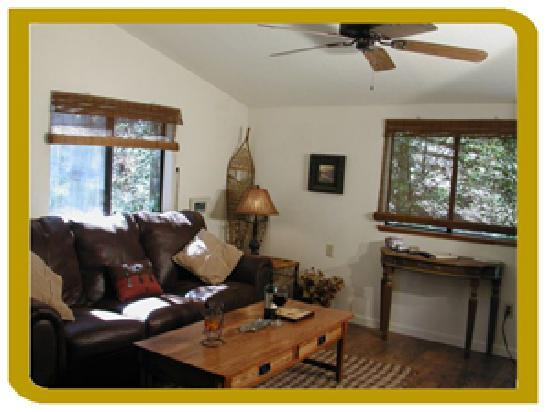 The Cottage At Perry Creek: Queen Sleeper for up to 4 guests