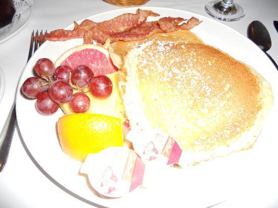 L'Auberge Saint Louis: breakfast, mmmmm