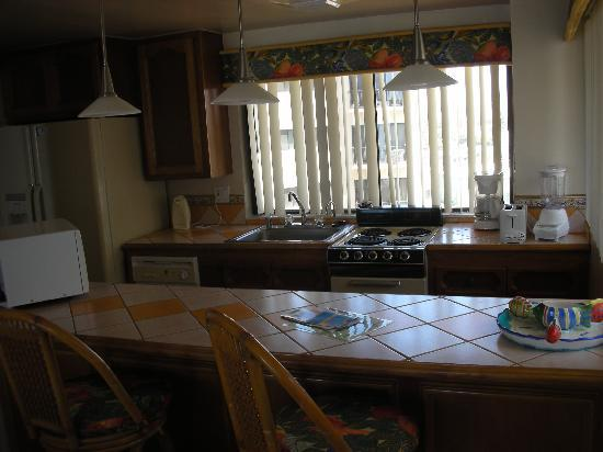 Rosarito Inn, Tower 1, 10th floor - Small but equipped kitchen