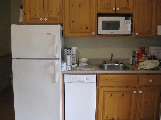 Shining Waters - Ingleside Resort: smaller cottage - kitchen