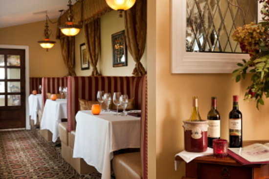 Goldmoor Dining: Enjoy a romantic meal in one of our cozy booths