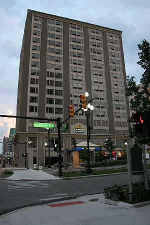 Holiday Inn Express Detroit - Downtown: At the corner of Washington Blvd and Michigan Ave