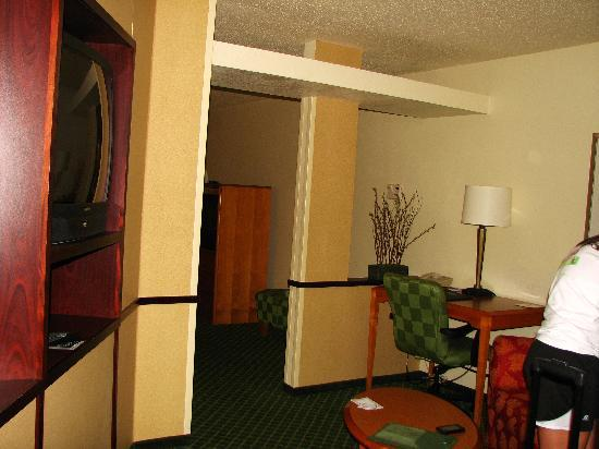 Fairfield Inn & Suites Beloit: The little sitting area