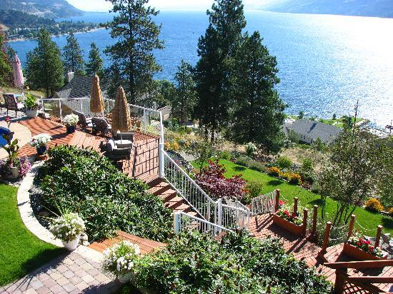 Okanagan Oasis B&B : Beautiful Terraced Landscaping