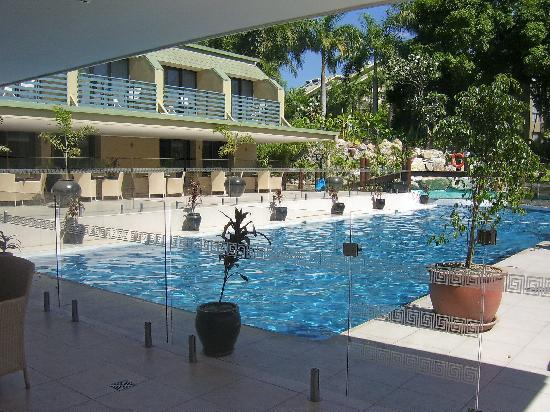 Gateway Hotel & Apartments: Gateway swimming pool