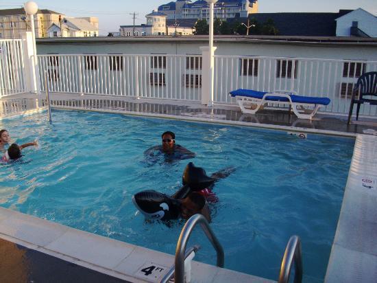 سلييب إن آند سويتس أوشن سيتي: small pool