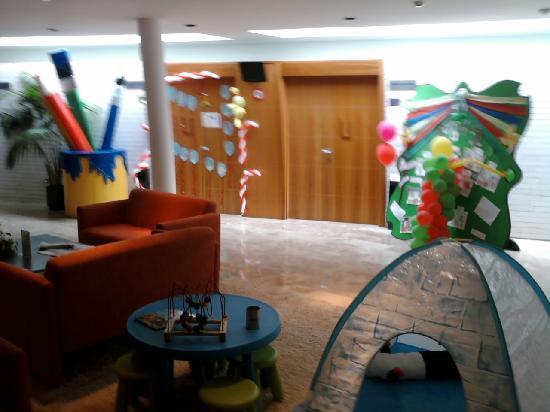 Abba Playa Gijon : Entrada a la zona de niños