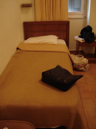 Rio Hotel: Single bed in the room