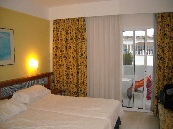 Hotel Rocamarina: Nice room.