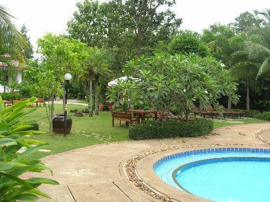 Rachawadee Oasis Resort & Hotel: Towards reception