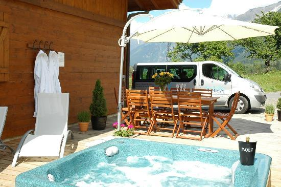 Chalet Annabelle: Kick back in the Hot Tub