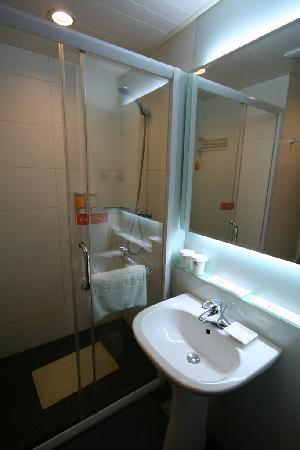 Orange Hotel (Beijing Guanyuanqiao): Bathroom