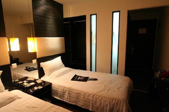 Orange Hotel (Beijing Guanyuanqiao): Bedroom, facing bathroom wall