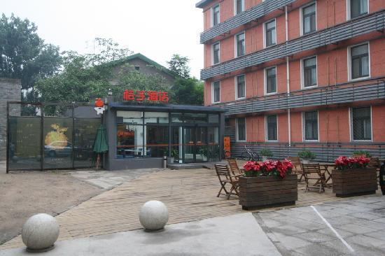 Orange Hotel (Beijing Guanyuanqiao): Outside the hotel