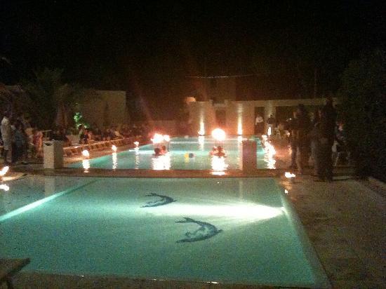 Hotel Residence Stella del Mare: spettacolo in piscina