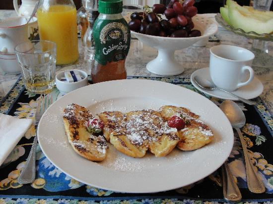 Bay Tree House Bed & Breakfast: il french toast (slurp!)