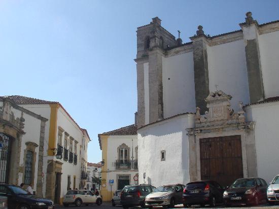 Casa De Sao Tiago: Hotel mitten im Zentrum (im Bild links)