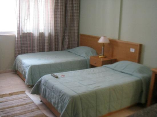 Minto Suites: Twin-bed studio
