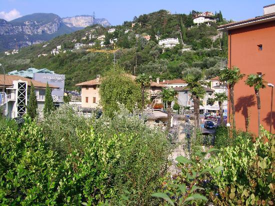 Albergo Caminetto : Aussicht von der Etagen Terrasse