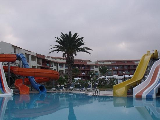 Ephesia Holiday Beach Club: piscine des toboggans