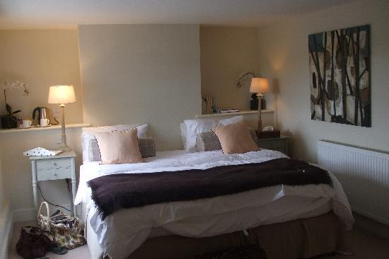 East End Arms: Our huge bed!