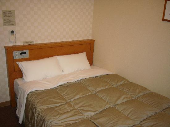 Hotel Route-Inn Shinjo Ekimae: ベット(ダブル)