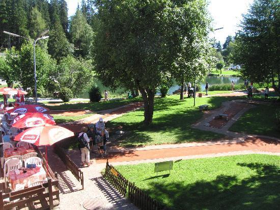 Hotel de la Foret : Minigolf im Zentrum von Crans-Montana