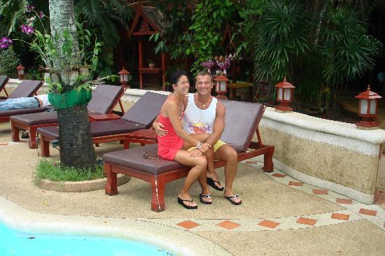 Royal Phawadee Village: .......accanto alla piscina