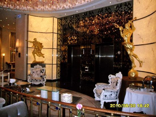 Hotel Eclat Taipei: Salvador Dali's in the lobby