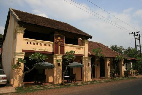 Inthira Hotel: Reaturant und Empfang
