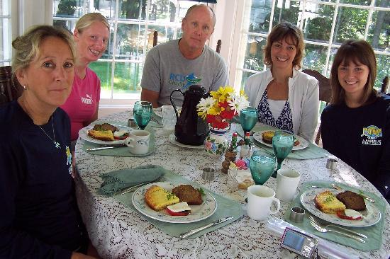 Crystal River Inn B&B, LLC: Sunday Brunch in sun room