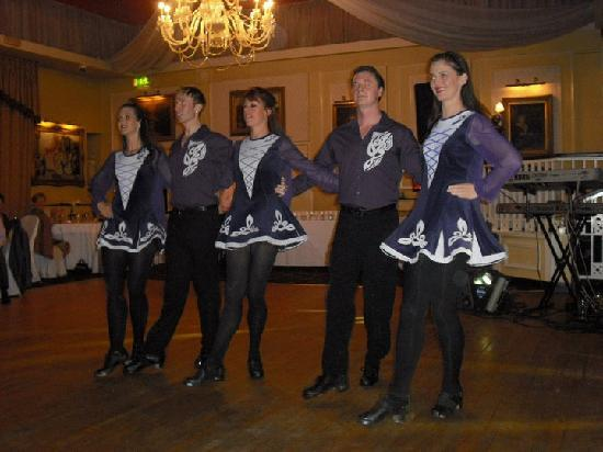 Kingscourt, Irland: Celtic Rhythm Dancers at our Wedding