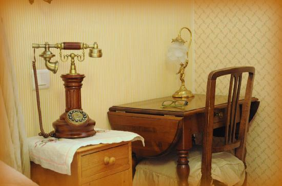 Hotel du Lion d'Or: the telephone actually works!