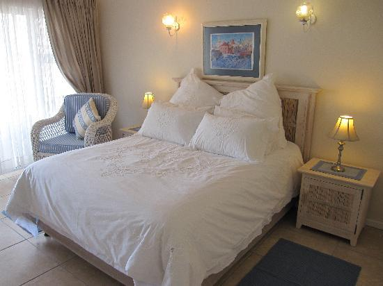 Baia Moya Self-Catering : The Robberg Room with balcony
