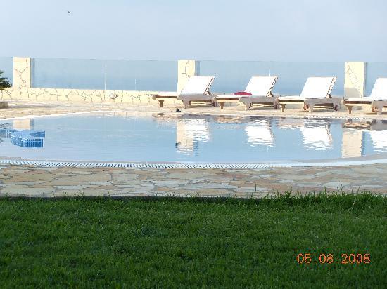 Agnanti Suites: outdoor lounge 1