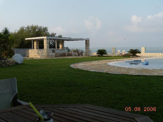 Agnanti Suites: outdoor lounge 2