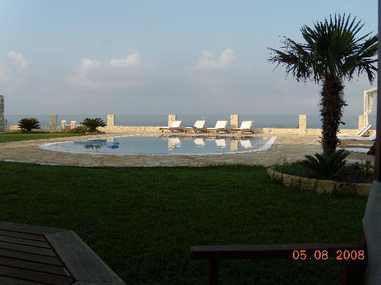 Agnanti Suites: outdoor lounge 3