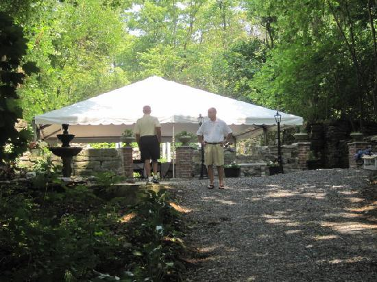 Fallen Tree Farm Bed and Breakfast: Rehearsal dinner tent at the ruins