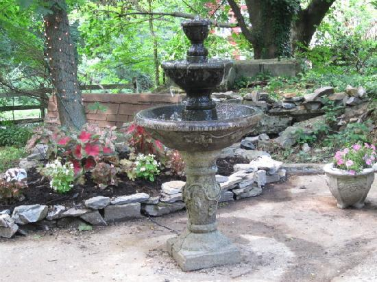Fallen Tree Farm Bed and Breakfast: Romantic new fountain at the ruins