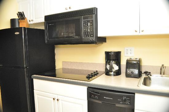 Atrium Resort: Fully Equipped Kitchenette