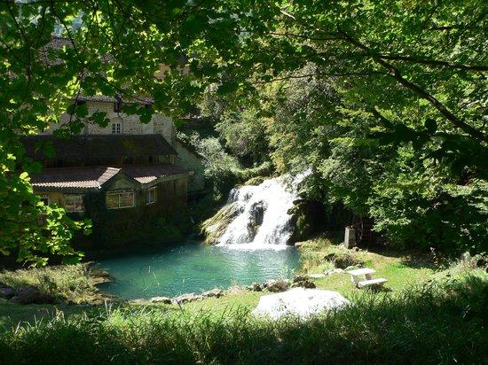 Castel Damandre: cascade du moulin
