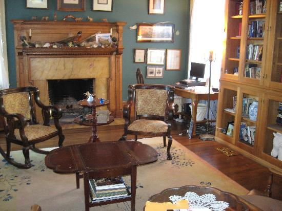 Lehmann House Bed & Breakfast: Lehmann House Library